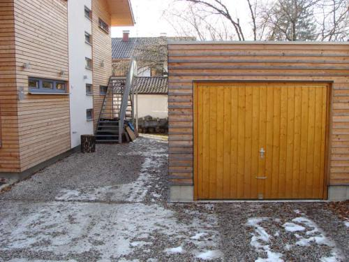 Parkplatz zwischen Haus und Garage