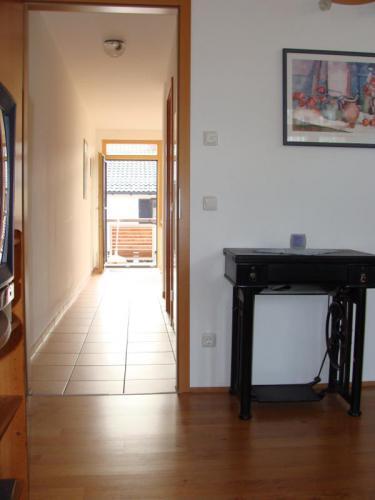 Blick vom Wohnzimmer Richtung Eingang
