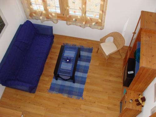 Blick von Galerie auf das Wohnzimmer